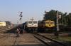 JMP WDP4D 40429 arrives into Jamalpur Jn with 13071 2135 (P) Howrah - Jamalpur Jn while UDL WDG4D 70487 waits to work a freight