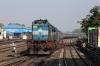 ET WDM3D 11425 arrives into Jabalpur Jn with 12545 2035 (P) Raxaul Jn - Lokmanya Tilak Terminus