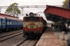 ET WAM4 20682 arrives into Dewas Jn with 59386 2105 (P) Chhindwara - Indore Jn