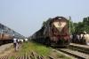 ET twins 18816/17908 arrive Mariahi with 11056 0625 Gorakhpur Jct - Lokmanya Tilak Terminus