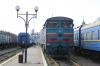 UZ 2TE10M-2827a waits departure from Chernivtsi with 968 0830 Chernivtsi - Sokyriani